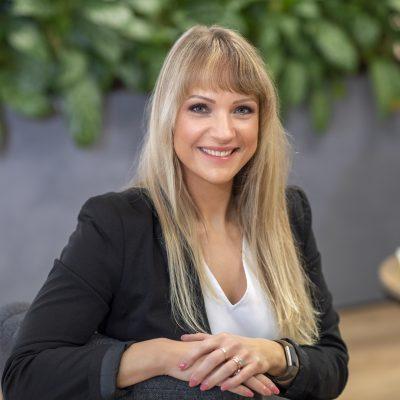 Emilie de Jong is een toegankelijke gesprekspartner die altijd eerlijk en direct is. De spiegel is precies wat jij nodig hebt wanneer je een van werk naar werk traject aangaat.